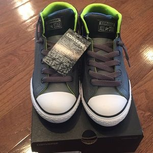 NWT Converse sneakers Junior size 6